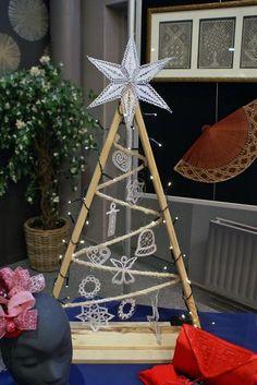 Terug naar 't kantkussen 2 Mary Christmas, Christmas And New Year, Christmas Crafts, Xmas, Christmas Tree, Crochet Snowflake Pattern, Crochet Snowflakes, Lace Making, Lace Patterns