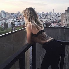 City views and the perfect fit• @cheraleelyle in the Bombshell Skinny in Noir • #Parkersmith #theperfectfit #ootd #nyc #cityviews #skyline #highwaistedjeans #bombshell #noir #bloggerstyle