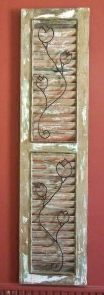 Peça decorativa em madeira de demolição, pode pendurar na parede. R$ 370,00