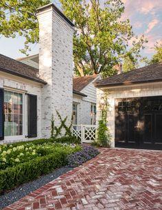 Exterior Paint Colors, Exterior Design, Brick Paver Driveway, Concrete Driveways, Walkways, White Brick Houses, Cottage Exterior, Bungalow Exterior, House Landscape