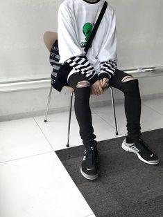 (notitle) – Men's fashion ☻ – Grunge Korean Fashion Men, Korean Street Fashion, Ulzzang Fashion, Tumblr Outfits, Grunge Outfits, Grunge Fashion, Neue Outfits, Boy Outfits, Fashion Outfits