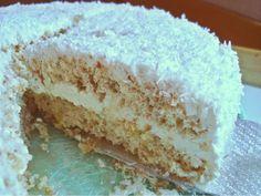 A Snowflakecake filled with cream and coconut Die passende Torte zum Ende des Winters: Schneeflockentorte German Bakery, Vanilla Cake, Coconut, Baking, Party, Desserts, Germany, Food, Pies