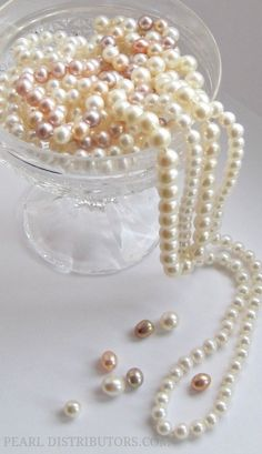 peaches and cream in crystal I've always wanted a real pearl necklace, like the ones women had in the fifties but were not quite chokers. Real Pearl Necklace, Freshwater Pearl Necklaces, Pearl Jewelry, Bridal Jewelry, Jewelery, Gold Jewellery, Pearl Love, Pearl And Lace, String Of Pearls