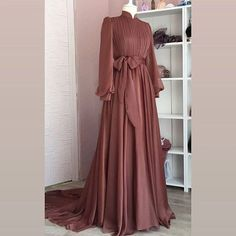 Dress Wedding Bridesmaid Hijab ✔ Dress Wedding Bridesmaid Hijab Ready to ramadan Long Silk Khimar Elegant muslim dress The Row Hijab Evening Dress, Hijab Dress Party, Hijab Style Dress, Evening Dresses, Hijab Chic, Gown With Hijab, Simple Dresses, Elegant Dresses, Beautiful Dresses