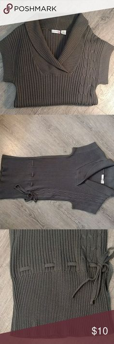 Grey Sweater Dress Cute grey sweater dress. Short sleeves and tie to cinch at the hips if you choose to. It's short enough to wear as a tunic with legging. Body Central Dresses Mini