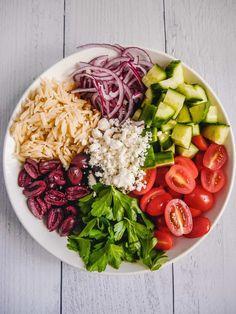 Greek orzo pasta salad with delicious vegetables and marinated in a lemony oregano vinaigrette #salad #pastasalad Best Salad Recipes, Vegetarian Recipes, Healthy Recipes, Healthy Salads, Meal Recipes, Greek Recipes, Healthy Food, Dinner Recipes, Giada De Laurentiis