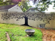 Have you ever considered decorating your outdoor fence? If you are still thinking, check out our latest exquisite collection of Inspiring Garden Fence Decor Ideas For Your Dream Garden. Privacy Fence Landscaping, Backyard Privacy, Backyard Fences, Backyard Landscaping, Landscaping Ideas, Patio Fence, Modern Backyard, Large Backyard, Outdoor Projects