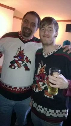 How Coyotes fan families celebrate the Howlidays, great pic!