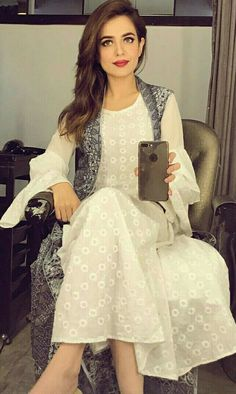 Sumbul Iqbal khan Kurti Styles, Blouse Styles, Pakistani Outfits, Indian Outfits, Bffs, Trendy Dresses, Short Dresses, Short Frocks, Beauty Makeover