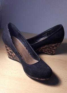 Kup mój przedmiot na #vintedpl http://www.vinted.pl/damskie-obuwie/platformy/18156657-czarne-koturny-z-elementem-z-panterki