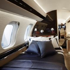 Der Global 7000 Bombardier ist eine andere Art, in Frette zu schlafen und zu rei. Luxury Jets, Luxury Private Jets, Private Plane, Restaurant Hotel, Private Jet Interior, Aircraft Interiors, Ways To Sleep, Luxe Life, Aircraft Design