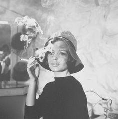 Jean BARTHET (1920 - 2000) Brigitte Bardot Tirage argentique contrecollé sur aluminium format 50 x 50 cm signé sur l'image a l'encre argent; au dos tampon photo Jean Barthet, Galerie Grace Radziwill. - Christophe Joron Derem - 10/10/2016