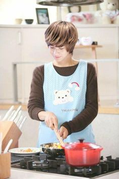 Taemin :  And if u were to cook for me, I'll eat it even if u pour a bottle of honey in it!