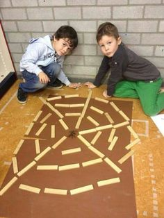 Leuk herfstidee in kapla gezien inde klas van Sascha School Age Activities, Activities For Kids, Courge Halloween, Block Center Preschool, The Very Busy Spider, Theme Halloween, Spider Crafts, Autumn Crafts, Autumn Theme