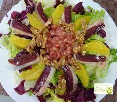 Ensalada de jamón de pato y granadas. http://www.lospostresdeelena.com/2014/01/ensalada-de-jamon-de-pato-y-granadas.html