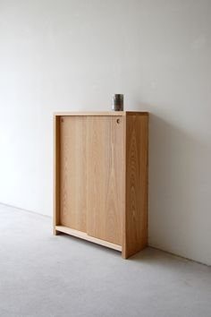 Ahh, simplicity...  >>> Plate side cabinet
