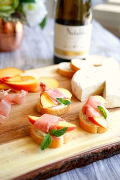 This brie, peach, and prosciutto crostini recipe makes for one harmonious pairing with new Notable Wines Chardonnay [ad] Msg 4 21 Make Ahead Appetizers, Cold Appetizers, Easy Appetizer Recipes, Healthy Appetizers, Appetizers For Party, Peach Appetizer, Clean Eating Recipes, Clean Eating Snacks, Cooking Recipes