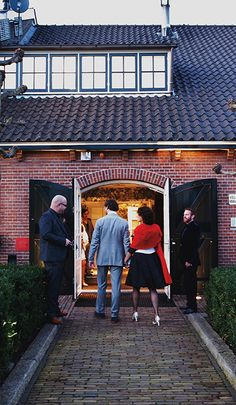 Huwelijkslocatie Mereveld: buiten authentiek en binnen eigentijds. Een warm welkom voor familie en vrienden op jullie trouwerij! #Mereveld Utrecht in TOP 5 populairste trouwlocaties van Nederland!