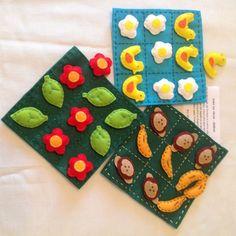Jogo da velha em feltro com peças bem divertidas: macaco e banana, flor e folha, galinha e ovo.
