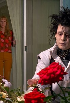 Edward and Kim Johnny And Winona, Estilo Tim Burton, Scissors Hand, Tim Burton Characters, Winona Forever, Johny Depp, Beetlejuice, Film Stills, Actors & Actresses