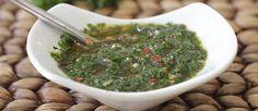 Deliciosa receta del Chimichurri clásico! Es una salsa o aderezo, que realza el sabor de muchos platos y un adobo maravilloso para las carnes. A disfrutar!