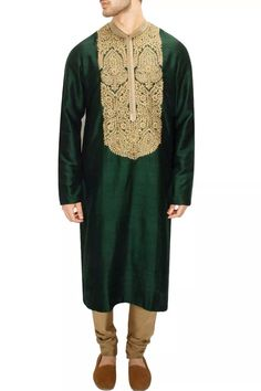 LAIDBACK LUXURY : Green and gold aari and zardosi embroidery kurta set by Sabyasachi. Groom Outfit, Groom Dress, Salwar Kameez, Mehndi Dress, Mehendi, Sabyasachi Sarees, Gents Kurta, Mens Kurta Designs, Latest Designer Sarees