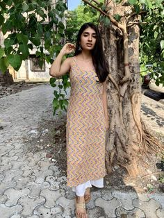 college looks outfit indian - College-Look Dress Indian Style, Indian Dresses, Indian Outfits, Kurti Designs Party Wear, Kurta Designs, Indian Attire, Indian Wear, Churidar, Anarkali