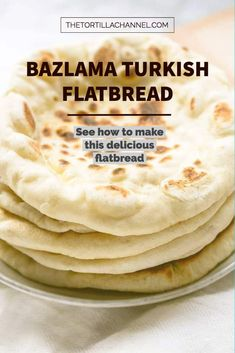 Bazlama is Turkish flatbread and this bread is soft, fluffy and has big pockets. Great bread to eat as a side dish but also as a sandwich. Turkish Flatbread Recipe, Flatbread Recipes, Scottish Recipes, Turkish Recipes, Romanian Food, Romanian Recipes, Turkish Flat Bread, Pide Bread, Chapati Recipes