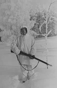 Finnish soldier guarding frontier near Lake Ladoga during war with Russia. Pin by stinky old poop stain History Of Finland, Ww2 History, World War Two, Historical Photos, Troops, Wwii, Germany, Military, Russia