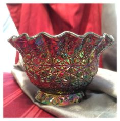LE Smith Glass Company Daisy and Button Carnival Glass Ruffle Bowl in Iridescent