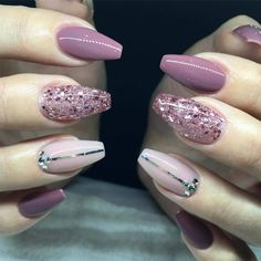Top and Latest Fashion Trends and Ideas to Try for Women and Girls. Sparkle Nails, Glam Nails, Beauty Nails, Pink Gold Nails, Perfect Nails, Gorgeous Nails, Pretty Nails, Acrylic Nail Designs, Nail Art Designs