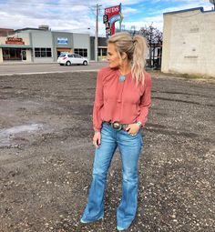 nfr outfits for vegas Cowgirl Style Outfits, Country Concert Outfit, Country Style Outfits, Southern Outfits, Rodeo Outfits, Country Fashion, Preppy Outfits, Fashion Outfits, Cowgirl Fashion