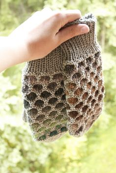 Crochet Patterns Mittens Newfoundland mittens - I& actually made these. Knitted Mittens Pattern, Crochet Gloves, Knit Mittens, Knit Or Crochet, Knitting Socks, Free Knitting, Knitted Hats, Knitting Patterns, Crochet Pattern