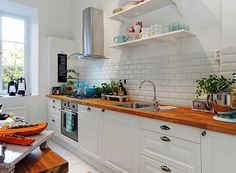 Rinnovare una cucina in legno - Cucina bianca classica | Kitchens ...