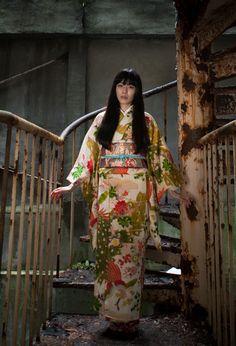 thekimonogallery: Modeling kimono at ruins in Yubara, Minakami-machi, Tone-gun, Gunma Prefecture 379-1617, Japan. Photography by Watanabe san on Flickr