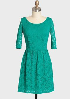 Lovely encounters lace dress from Ruche. Modern Vintage Dress, Modern Vintage Fashion, Vintage Inspired Dresses, Vintage Dresses, Vintage Outfits, Vintage Style, Super Cute Dresses, Pretty Dresses, Green Lace Dresses