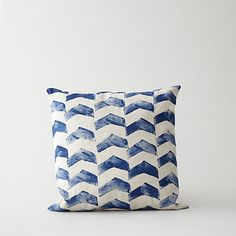 HAND PRINTED CHEVRON PILLOW. This would be fairly simple to do with any type of stamp & I like the rows.