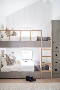 Bainbridge – Mindy Gayer Design Co. - Sleek and modern bunk beds for a minimal kids' room. Like the neutral colors. Bunk Beds For Boys Room, Bunk Bed Rooms, Bed For Girls Room, Bunk Beds Built In, Kid Beds, Kids Beds For Boys, Boy Bunk Beds, Built In Beds For Kids, Kids Room Bed