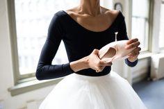 ballet, dance, and ballerina-bilde Grands Ballets Canadiens, Feminine Tomboy, Ballet Photography, Ballet Beautiful, Pointe Shoes, Ballet Shoes, Dance Art, Just Dance, Ballet Dancers