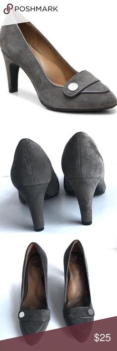 Sofft Gray Suede Carleigh Classic Pumps Heels 8.5 SOFFT  Carleigh Gray  Suede 8.5  DESCRIPTION Pump up your look with a comfortable, stylish shoe from Sofft. The Carleigh is a simple loafer-inspired heel that will finish any dressed up look in your closet!  Item # 371438 UPC # 190135139178 FEATURES Suede upper Pointed toe Leather lining Leather comfort cushioned footbed Sofft Shoes Heels