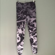 Nike Running Leggings Medium Amazing marbled black and white fabric. Good,  cool, soft but thick fabric with no pilling or pulling at all. Worn once. Nike Pants Leggings