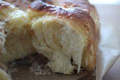 Brioche-Schnecken mit weißer Schokolade und Mandeln