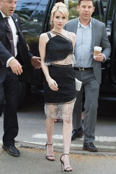 Emma Roberts en Jonathan Simkhai [She's so lovely. Isn't that the guy that just got convicted of sec. fraud?-Trend]