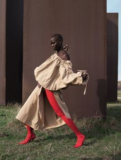 Smile: Alek Wek & Grace Bol in Dazed & Confused Spring/Summer 2017 by Viviane Sassen High Fashion Photography, Fashion Photography Inspiration, Glamour Photography, Lifestyle Photography, Tim Walker, Abstract Photography, Editorial Photography, Photography Ideas, Photography Lighting