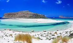 Tu stii care sunt lagunele cu cele mai albastre ape din lume? Ne spune Madalina Isar. Ea stie golfuri cu ape in nuante diverse de albastru.