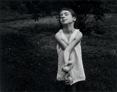 Nancy, Danville (Virginia), 1969. Gelatin silver print. Photography © Emmet Gowin, cortesy Pace/MacGill Gallery, New York.