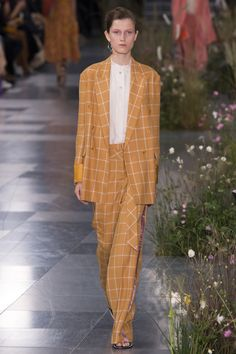 See the complete Paul Smith Spring 2017 Ready-to-Wear collection.