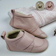 Super bløde og lækre sutsko til små fusser Ballet Dance, Dance Shoes, Bow Sneakers, Fenty Puma, Crocs, Slippers, Collection, Decor, Fashion