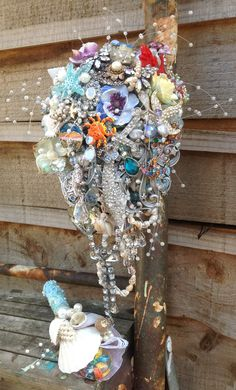 Trailing brooch bouquet Now this is really unique!  Be heavy to carry but love how different this is.