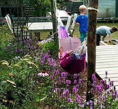 Van grasveldje naar gezinstuin: tuinontwerp met waterloop, veel bloeiende beplanting, een speelplek voor de kinderen, loungen in de hangmat of terras. Landscape Design, Garden Design, Outdoor Play, Outdoor Decor, Natural Playground, Green Garden, Beautiful Space, Go Green, Yard Landscaping